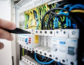 Electricity Issue Warning Signs to Look for in Your House